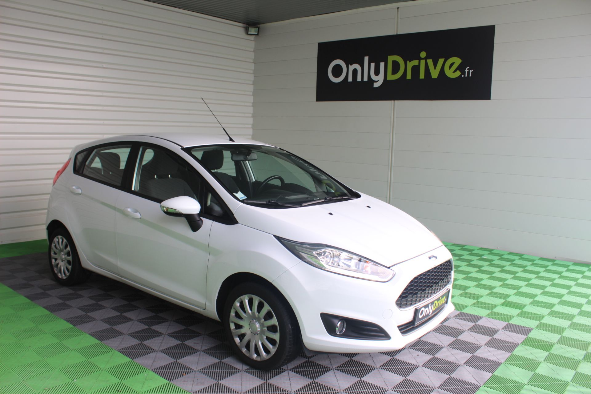 Ford Fiesta 1 5 Tdci 75ch S S Edition Blanc 2016 Vehicule Ford