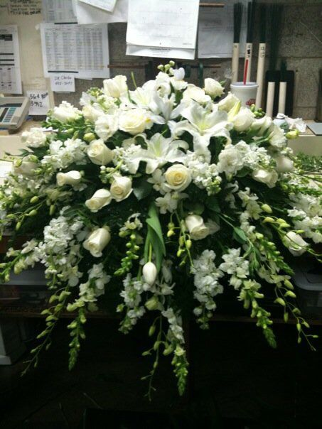 Rose Garden Florist - Paducah Kentucky all white casket spray