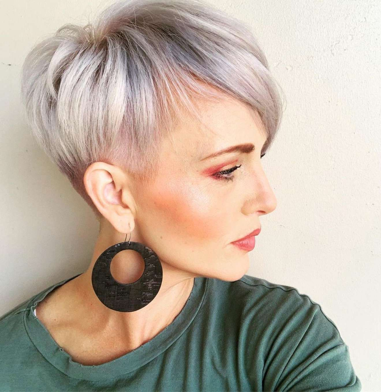 Haley Young Short Hairstyles - Likeeed in 12  Short hair styles