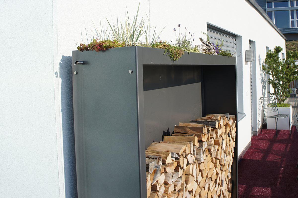 Bild Von Holzlager K Oben Seitlich Und Hinten Geschlossen Holzlager Holz Kaminholz
