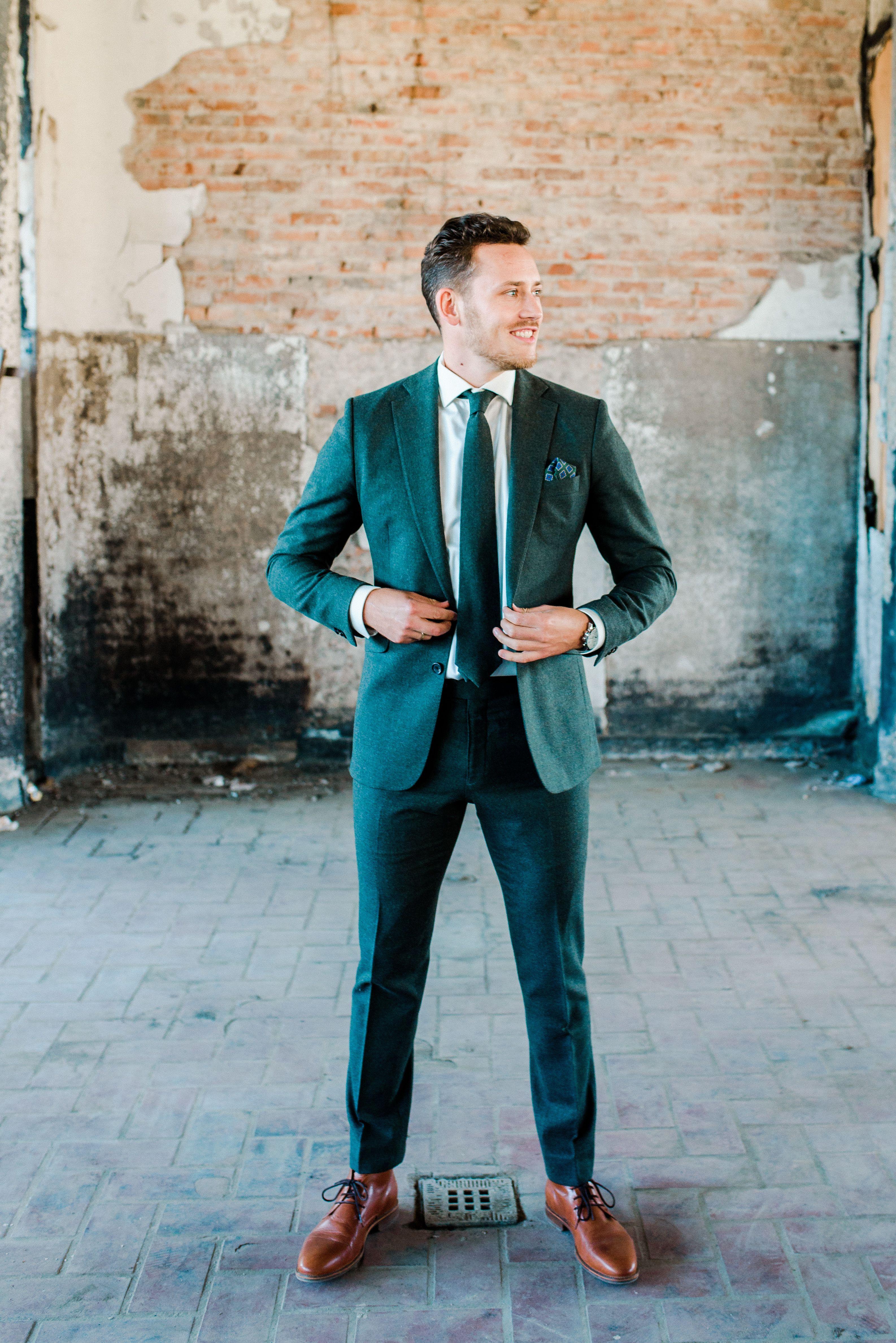 WEDDING SUIT: Green is the wedding trend this season. | Kostuum ...