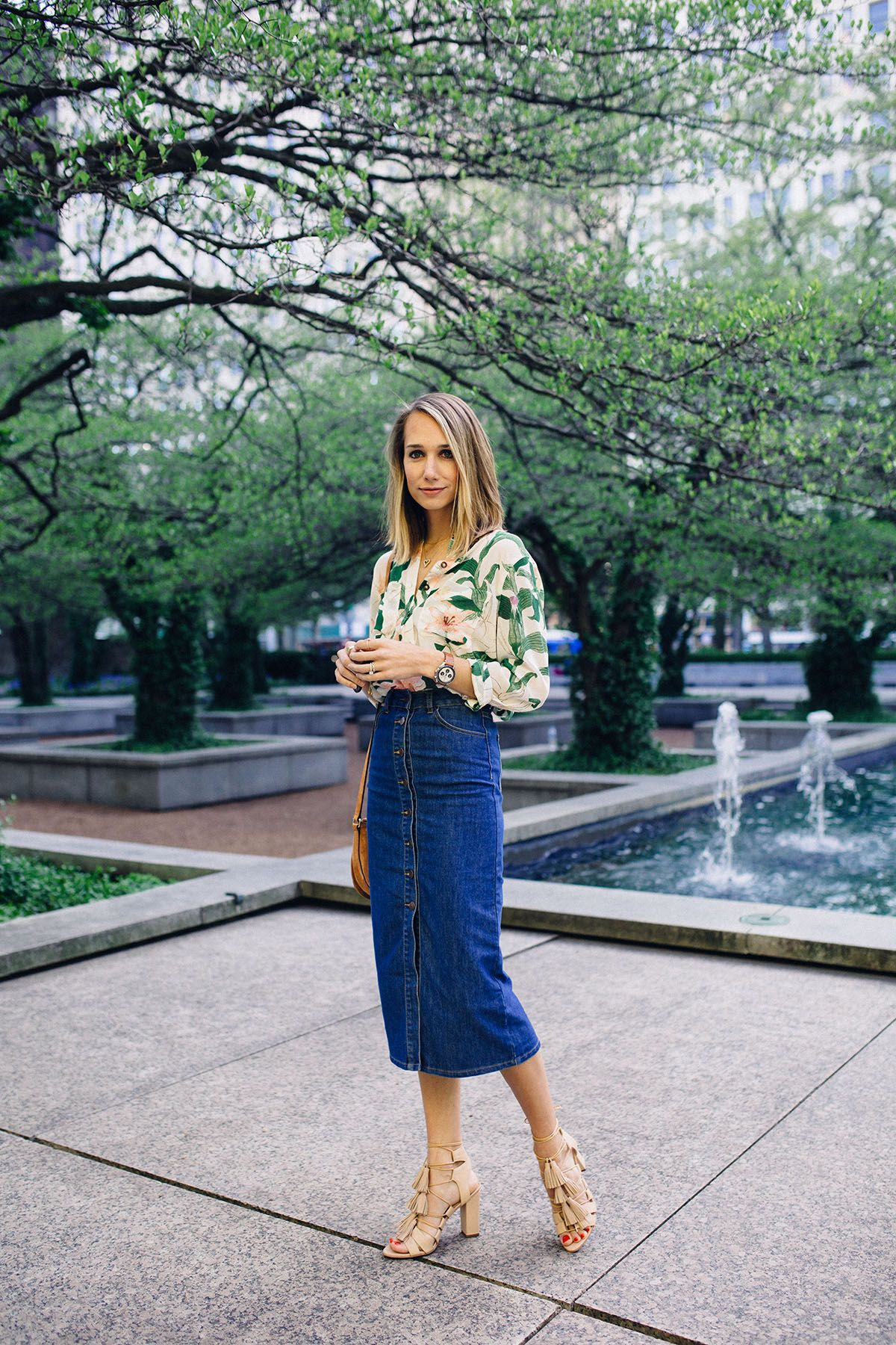 A Different Way to Wear Denim   Denim pencil skirt outfit