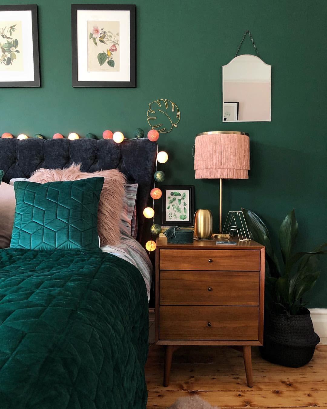 Dark Green And Blush Pink Bedroom With Mid Century Furniture And Velvet Bedding Darkgreen Greendecor Pinkandgreen Bedroomdecor With Images Bedroom Green Bedroom Design