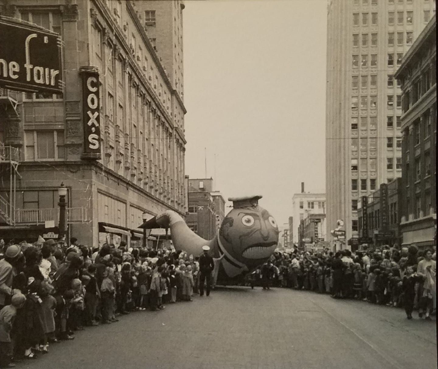 1951 christmas parade downtown at w 7th and throckmorton