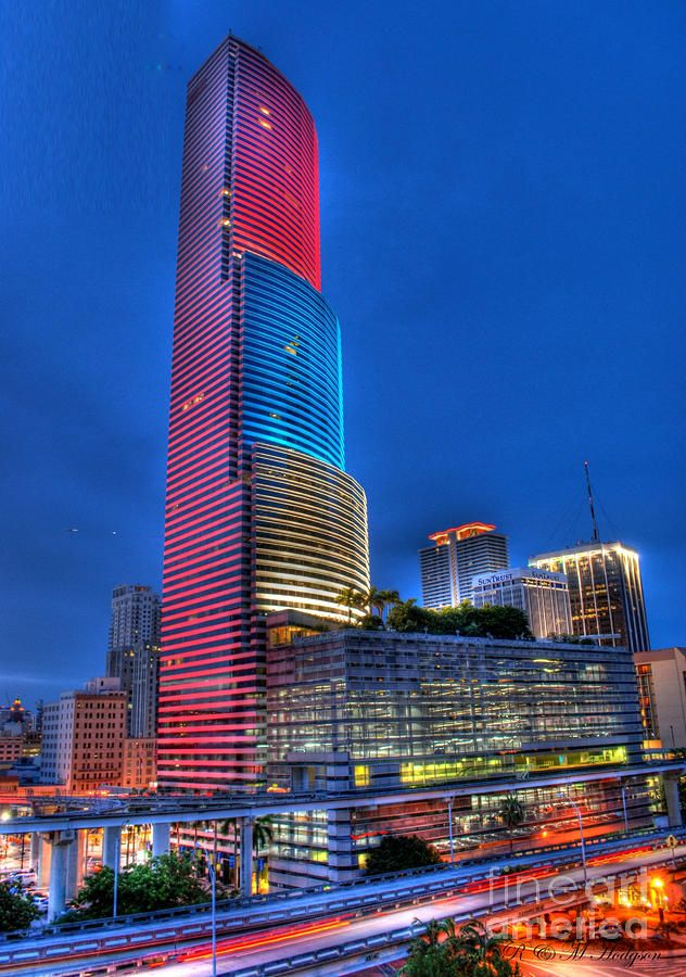The Prior Suntrust Bank Building In Downtown Miami Florida One Of Coolest Skysers