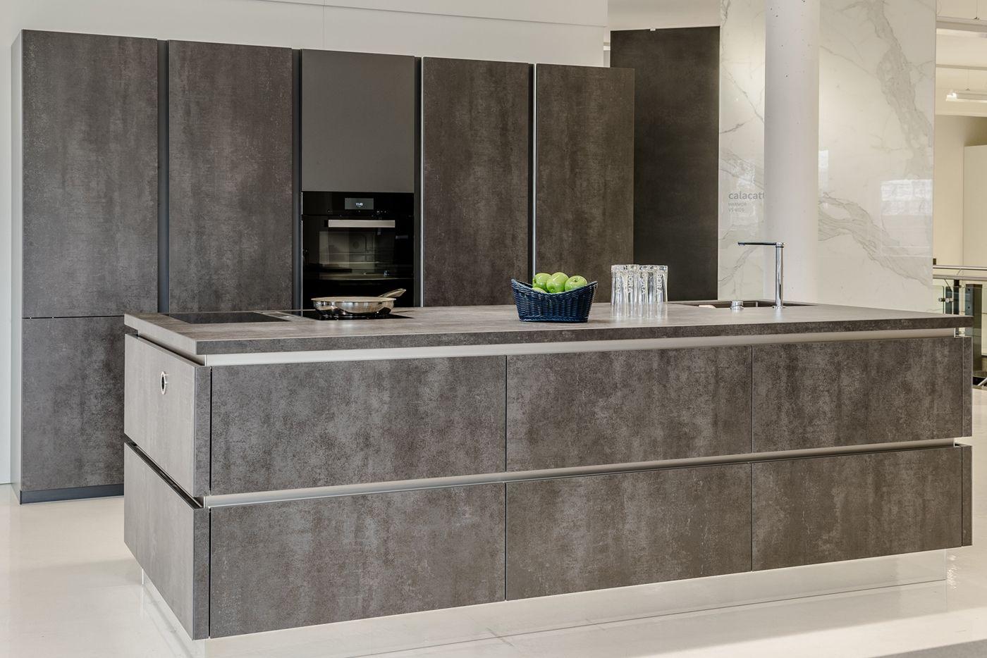 Haecker Küche mit VidroStone Keramik Verkleidung | Küchenausstellung ...