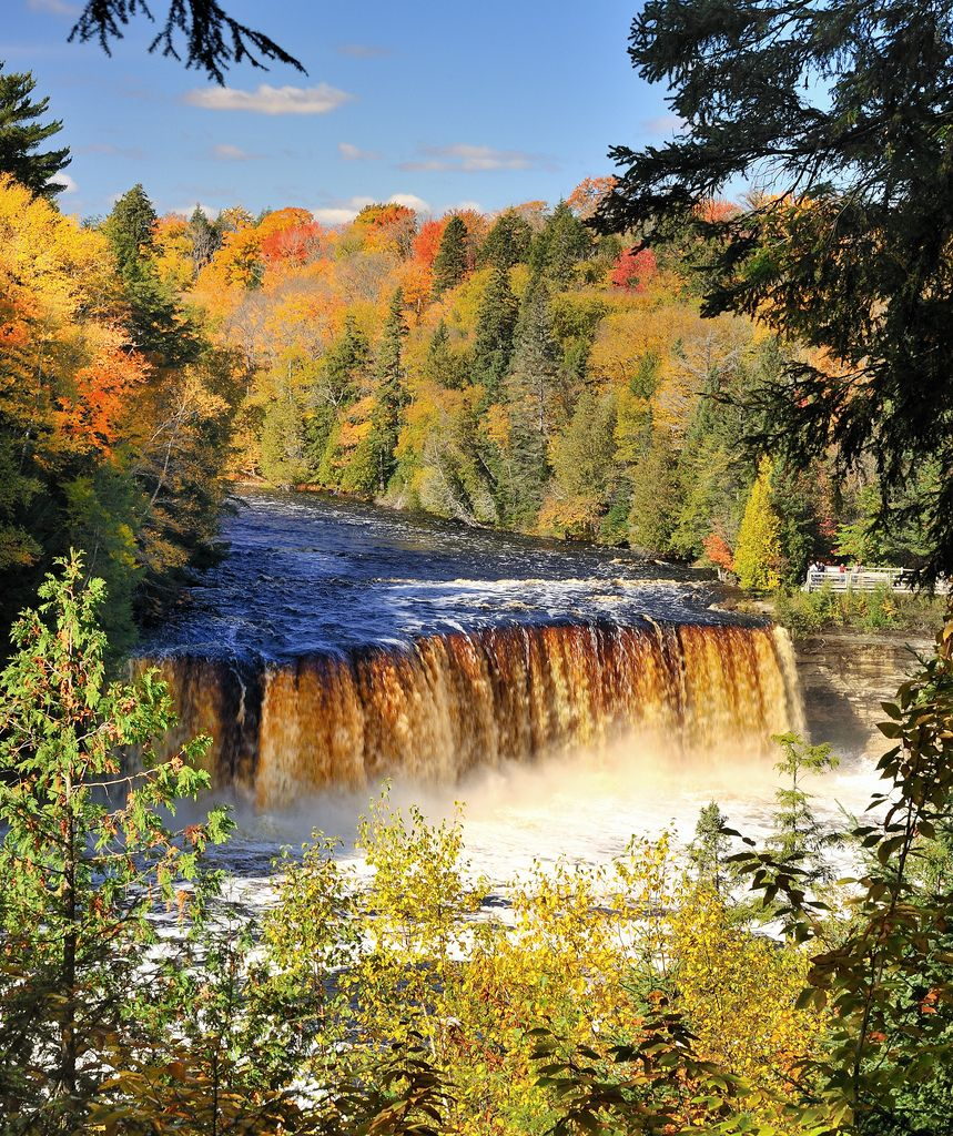 """Places To Visit On Lake Michigan In Wisconsin: €�The Rushing Tahquamenaw"""" Tahquamenon Falls, Upper"""