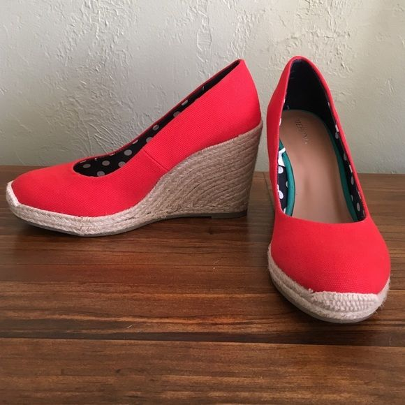 Red wedge espadrilles by merona- size 8 BRAND NEW! never worn size 8 red espadrilles wedges. Super cute, but they just don't fit my wide feet. 3.75 inch high wedge heel. Will ship in original box. Merona Shoes Espadrilles