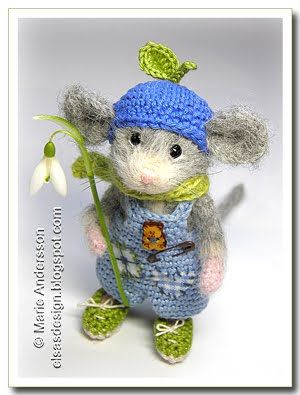 @Mary Neal, this makes me want to get my crochet hooks out and take your classes.  This entire mouse is crocheted!