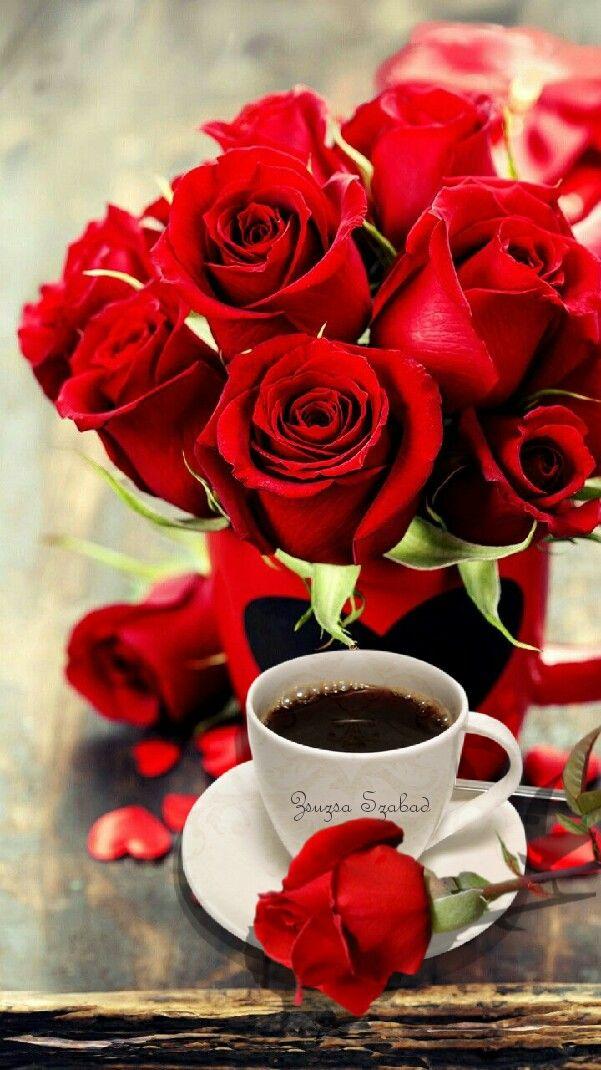 Egy Bogre Finom Kave Csodas Rozsakkal Com Imagens Rosas