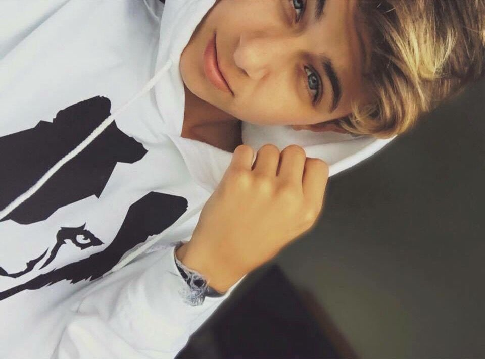 instagram lukasrieger snapchat heyrhatslr younow lukasrieger lukas rieger jacky. Black Bedroom Furniture Sets. Home Design Ideas