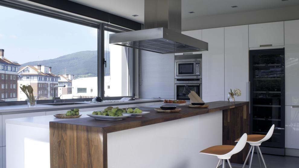 Vivienda equipada con el modelo de cocina MINOS-L blanco brillo de - cocinas en l