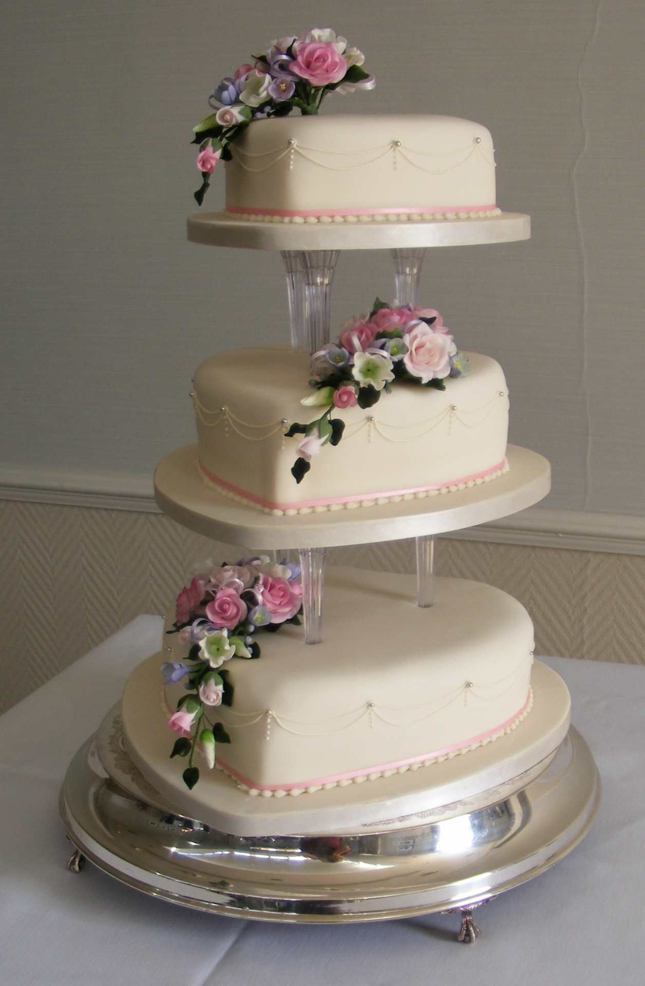 heart shaped wedding cakes with flowers shaped cakes displayed on 15168