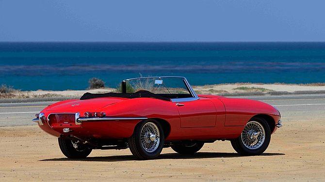 1966 Jaguar E-Type Series 1 Roadster 4.2/265 HP, 5-Speed presented as lot S30 at Monterey, CA 2015 - image3
