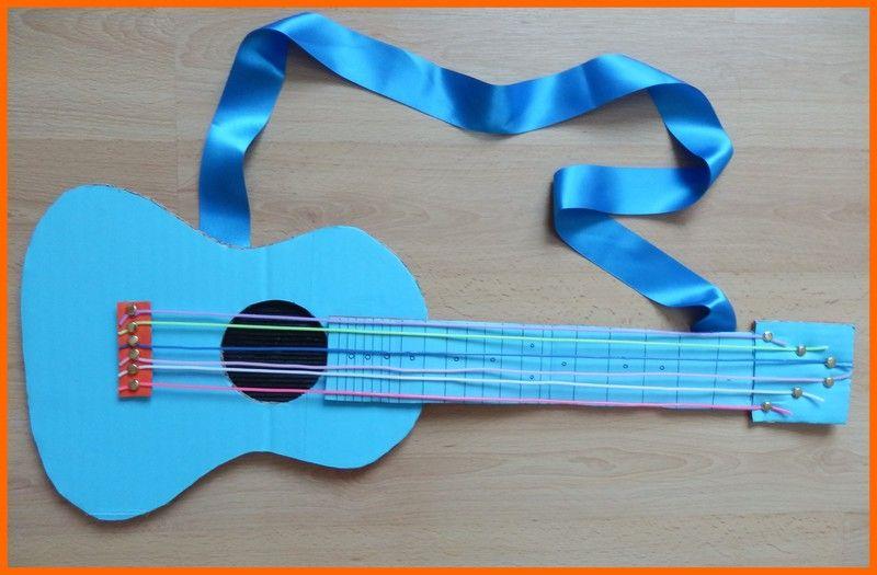 guitare en carton - Recherche Google   Bricolage instrument de musique, Recyclage pour les ...