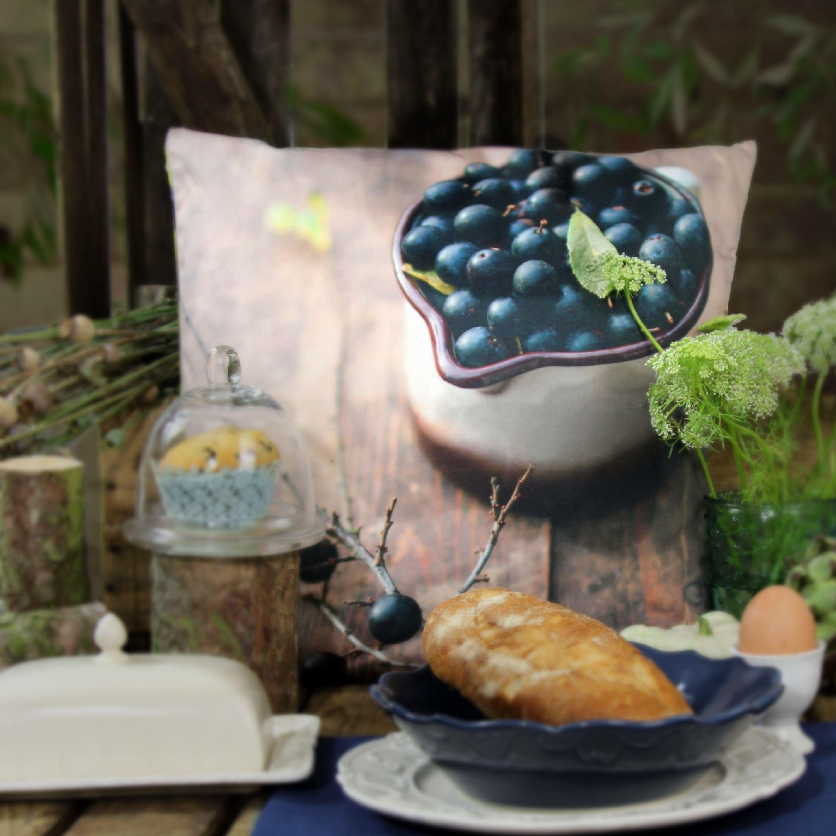 kissen mit digitaldruck blaubeeren von sander tischw sche kissen und kissenh llen von sander. Black Bedroom Furniture Sets. Home Design Ideas