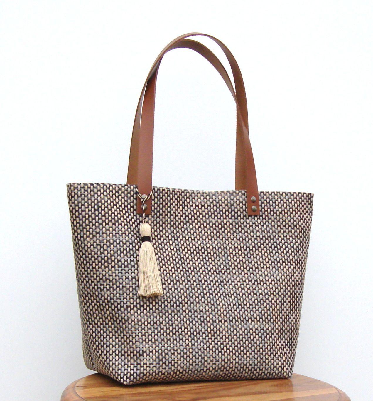 sac cabas où shopping en pvc tressé noir et beige, anses en cuir