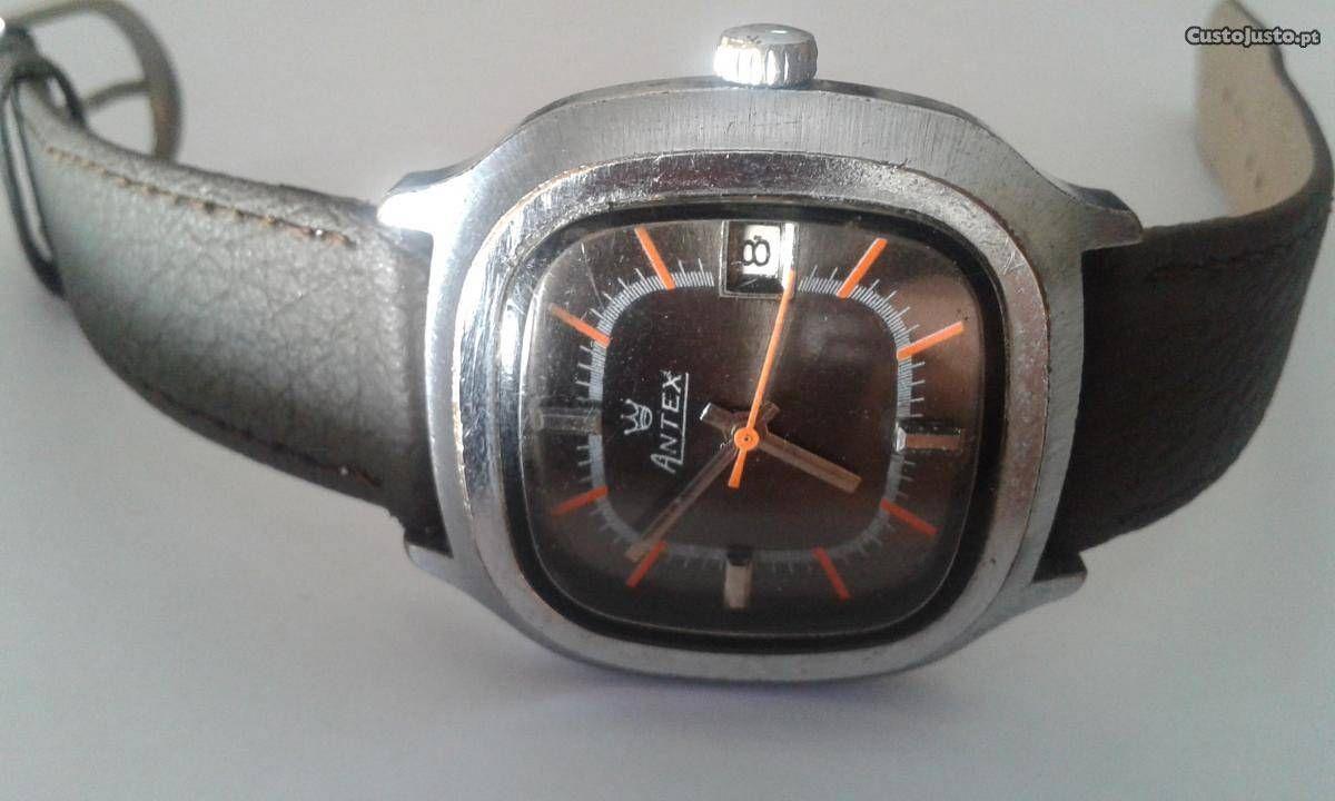 b540e86b675 Relógio mecânico (a corda)