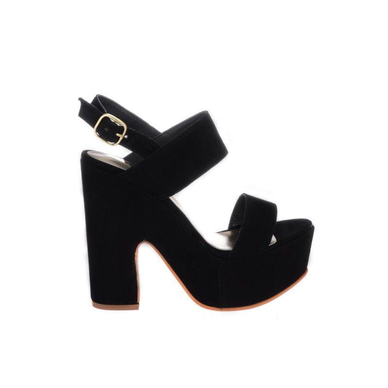 Zapatos de gamuza de cabra negra con faja y tobillera. En plataforma  forrada al tono. Ideales para usar de noche y para fiesta. 29e7f6f9c4c