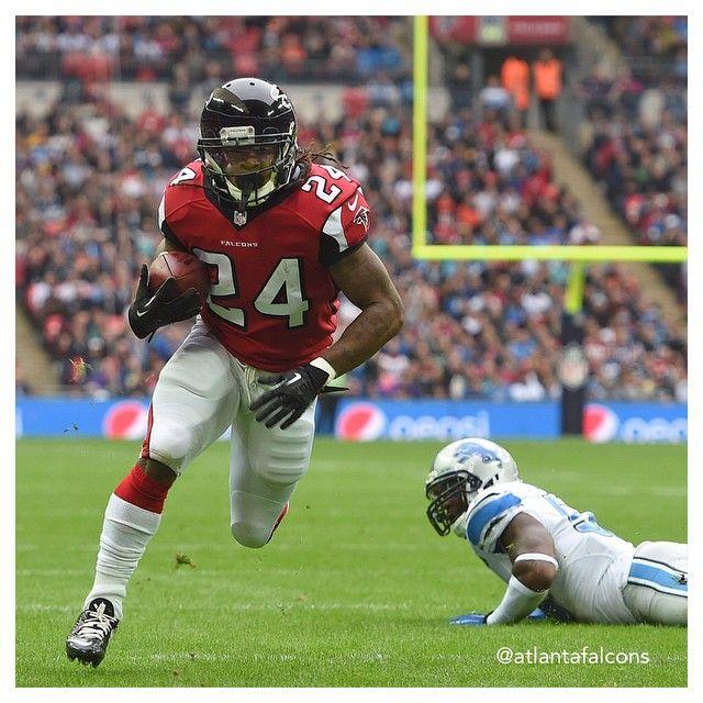 Rb Devonta Freeman Grabs His First Nfl Touchdown Today In London Riseup Detvsatl Devonta Freeman Atlanta Falcons Atlanta