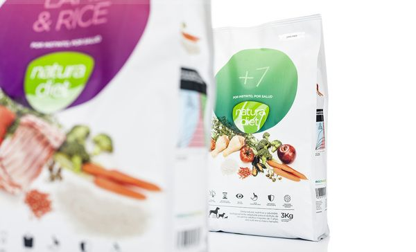 Dingo Natura On Packaging Of The World Creative Package Design Gallery Pet Food Packaging Food Packaging Food Packaging Design