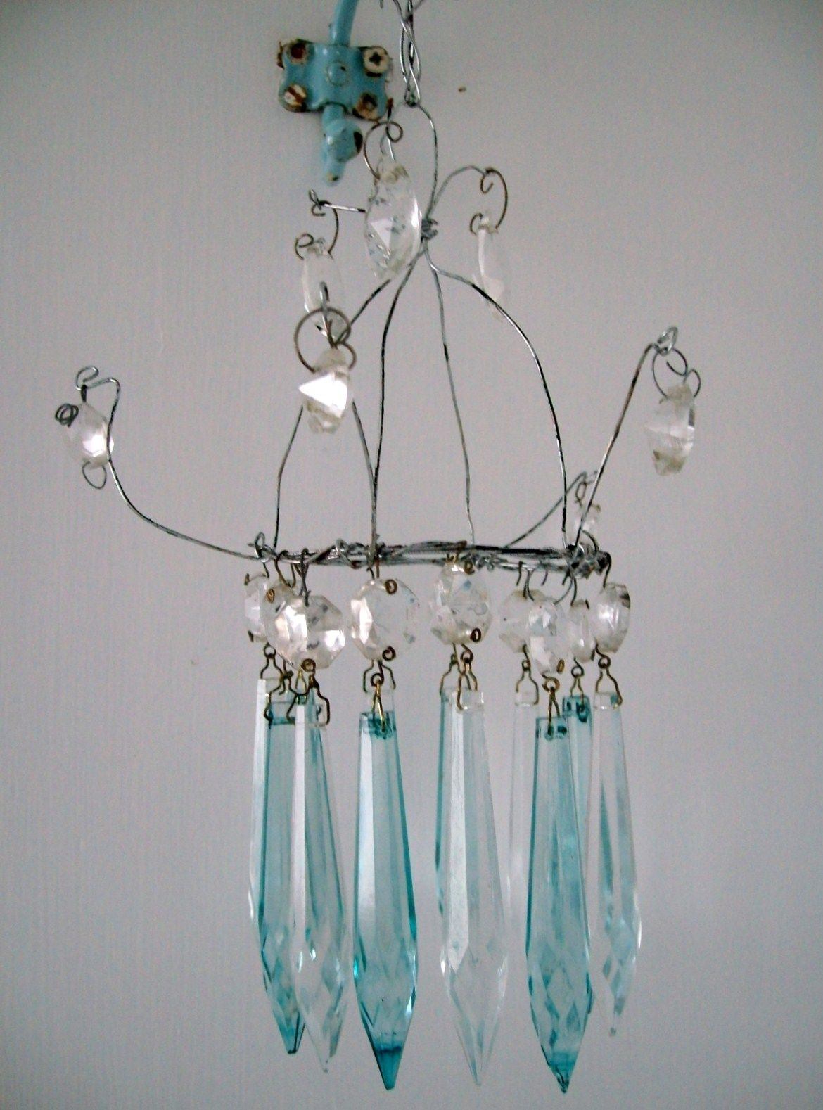 I always wanted one of those tiny chandeliers but as yet have never come across one on my vintage hunts so I make them using wire and a ...