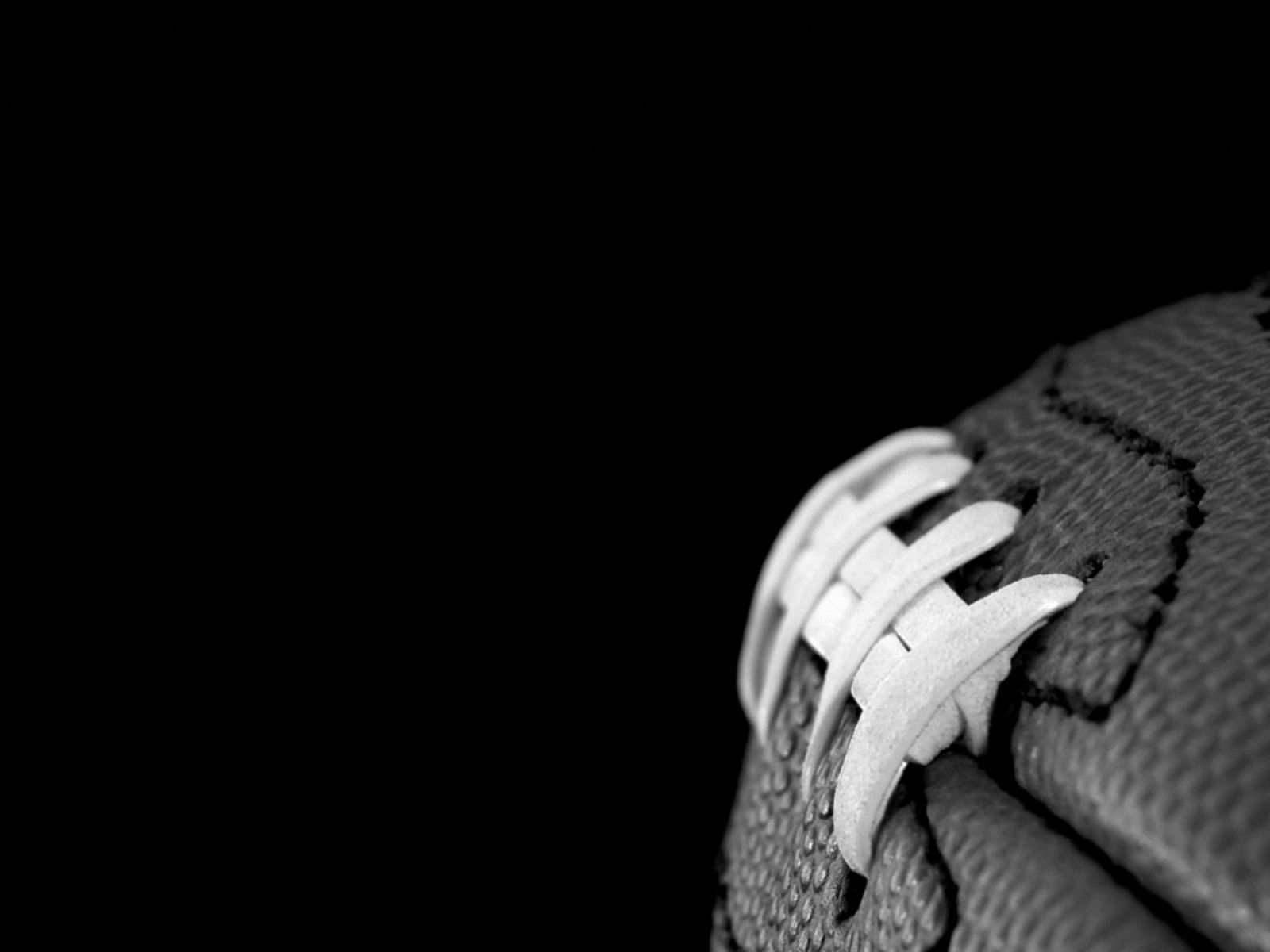American Football Photo Wallpapers Pictures With American Football 1600 1200 American Footbal Black And White Football Football Background Football Wallpaper