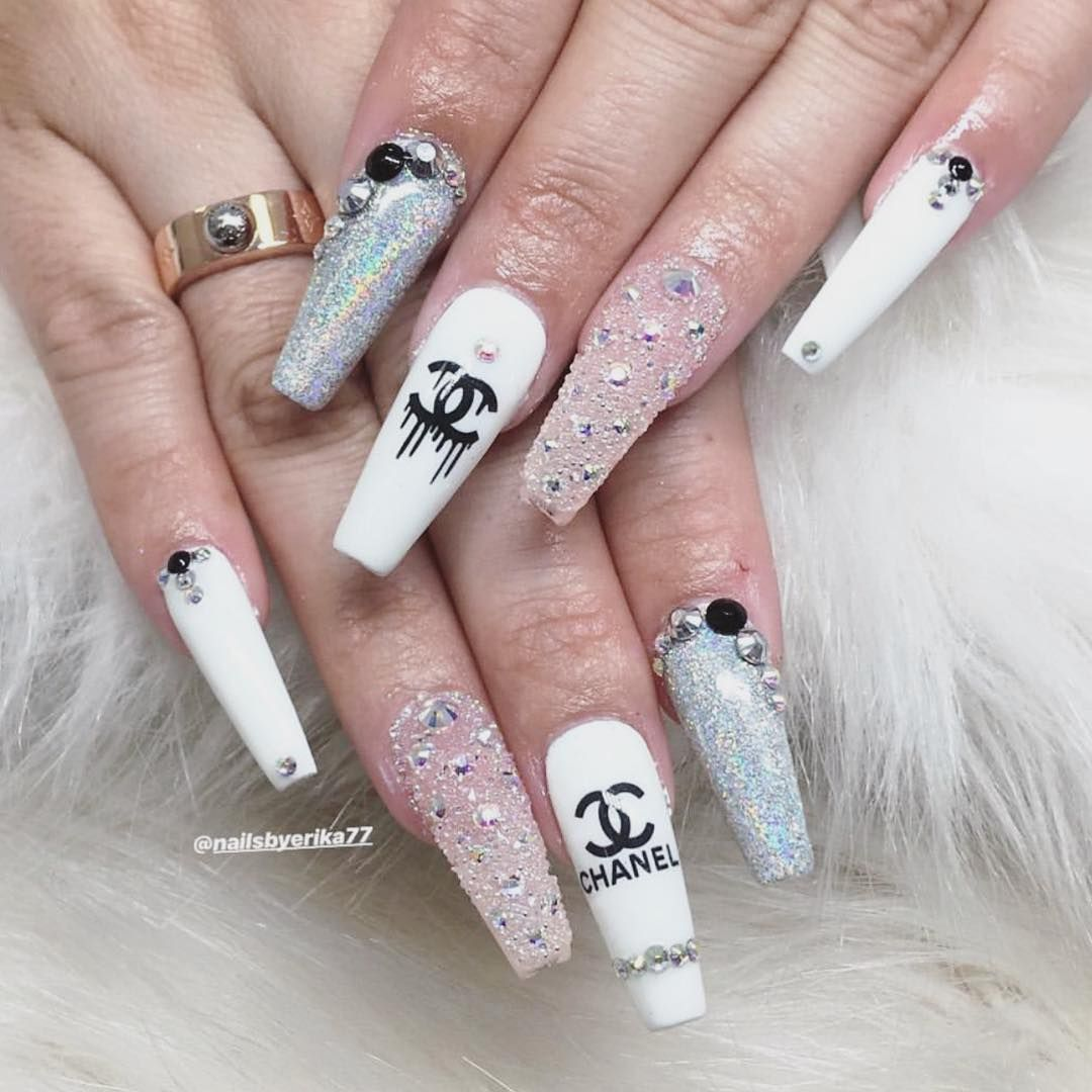 Dailycharme On Instagram I Don T Like Standard Beauty There Is No Beauty Without Strangeness Karl Lagerfel Chanel Nails Chanel Nails Design Gucci Nails
