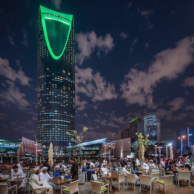 The Largest Coffee Shop Is The Al Masaa Cafe Which Everyday Saudi National Day Saudi Saudi Arabia Gift Saudi Arabia Culture