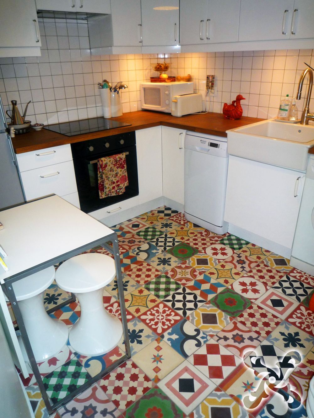 Kitchen floor patchwork of andalusian tiles suitable for for Pictures suitable for kitchen walls