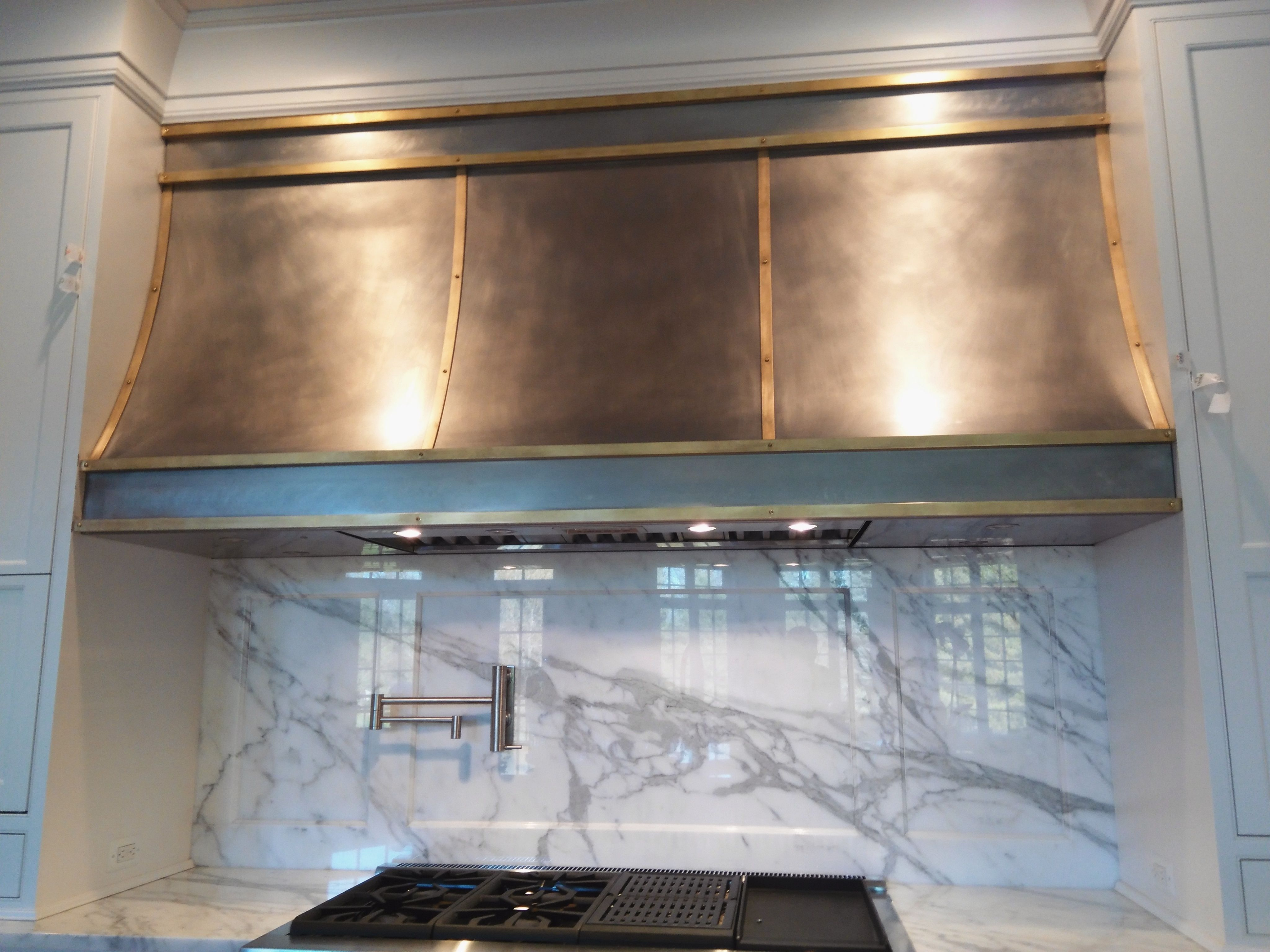 Using Custom Range Hoods For Appealing Kitchen Decoration Ideas ...