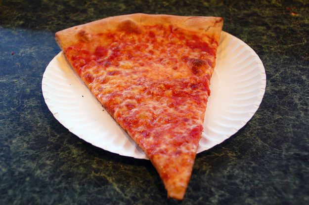 Ein Stück bei Joe's Pizza  – OMG Food