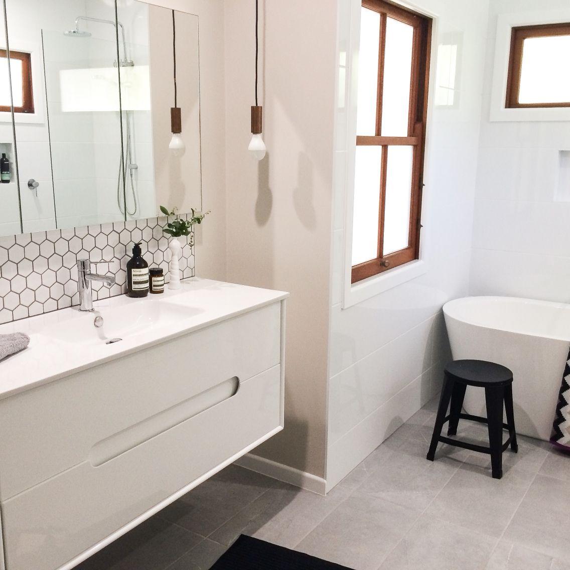 Modern retro bathroom • hexagonal tiles @Beaumont splashback ...