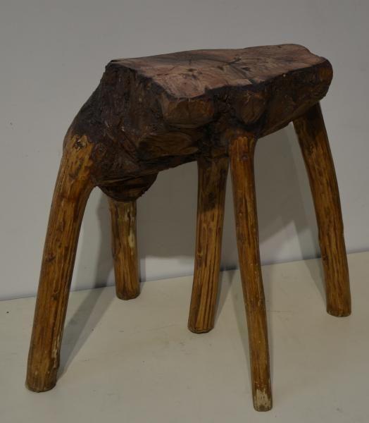 Tabouret à cinq pieds, fait à partir de la tête d'un arbre - H. 47 cm - , Art Populaire et Montagne à De Baecque & Associés   Auction.fr
