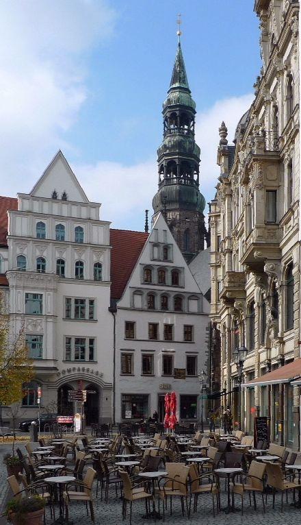 Zwickau Hauptmarkt - im Hintergrund die Marienkirche