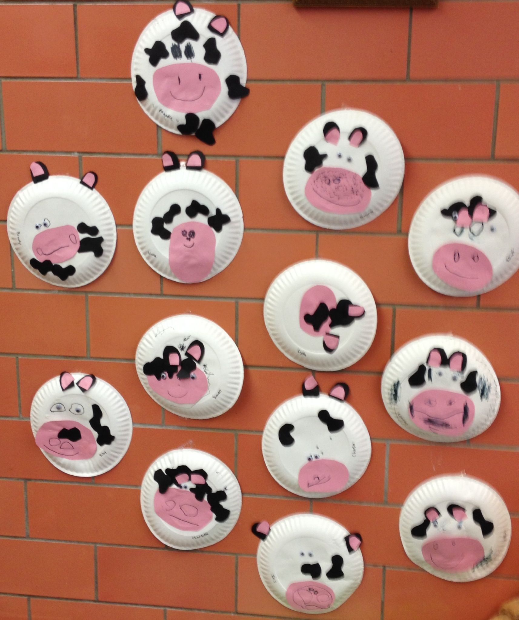 C is for cow. Preschool farm craft. | My preschool projects ...