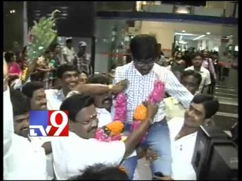 Released A.P engineer Paidiraju reaches Vizag