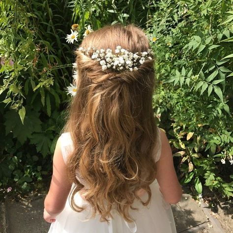 15 Adorable Flower Girl Hairstyles