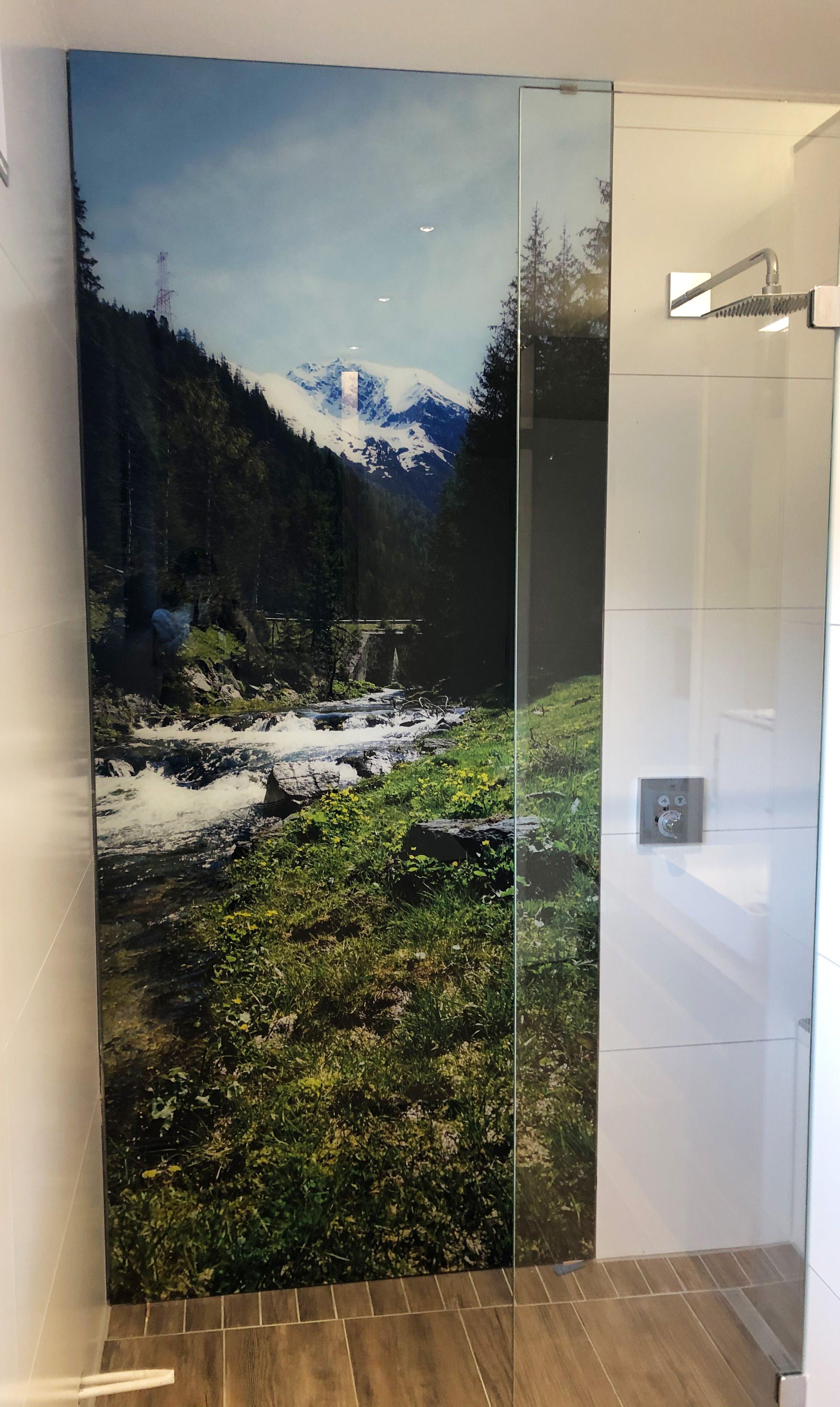 Eine Duschrückwand aus AluVerbund, Acryl oder ESG Glas