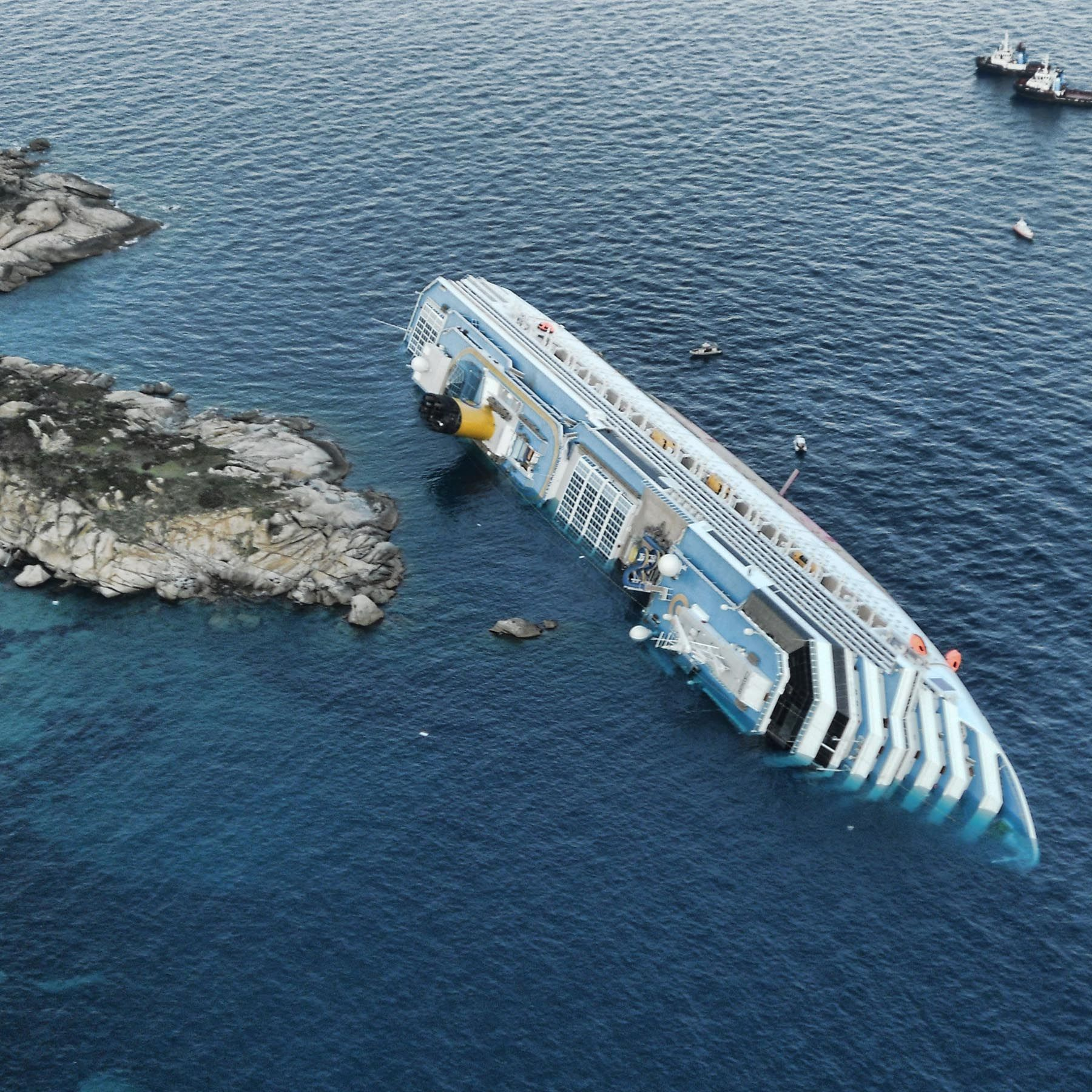 Man Pushes Wife To Save Himself From A Sinking Cruise Ship