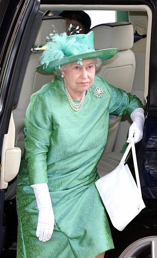 Love Qe In This Color Queen Hat Elizabeth Queen Of England Her Majesty The Queen