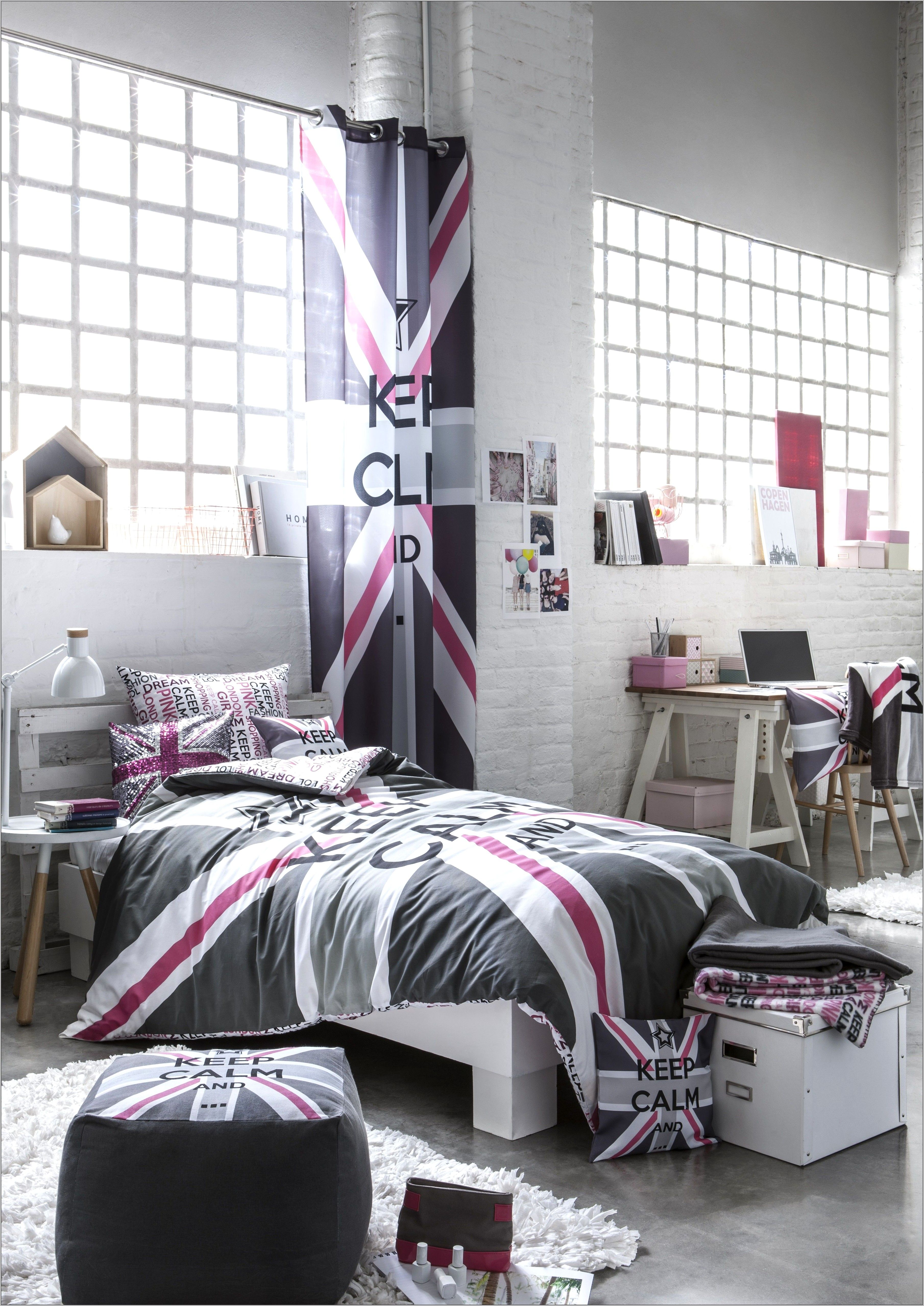 Chambre Mur Rose Deco London Fille En 2020 Deco Chambre Idee