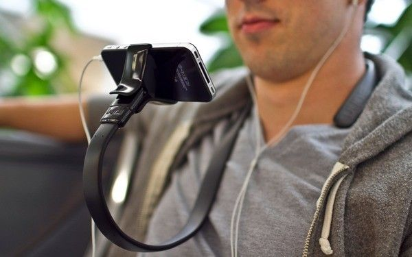 The Vyne lets you wear your iPhone or iPod touch, whether you want to is still up for debate