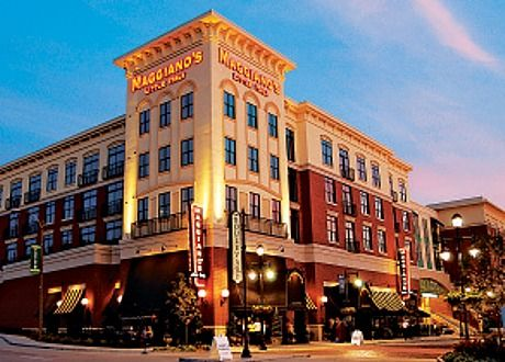 Maggiano S Little Italy At The Fashion Show Mall Family Style Eating And Very Reasonable Prices Make This An Las Vegas Trip Las Vegas Cheap Boston Restaurants