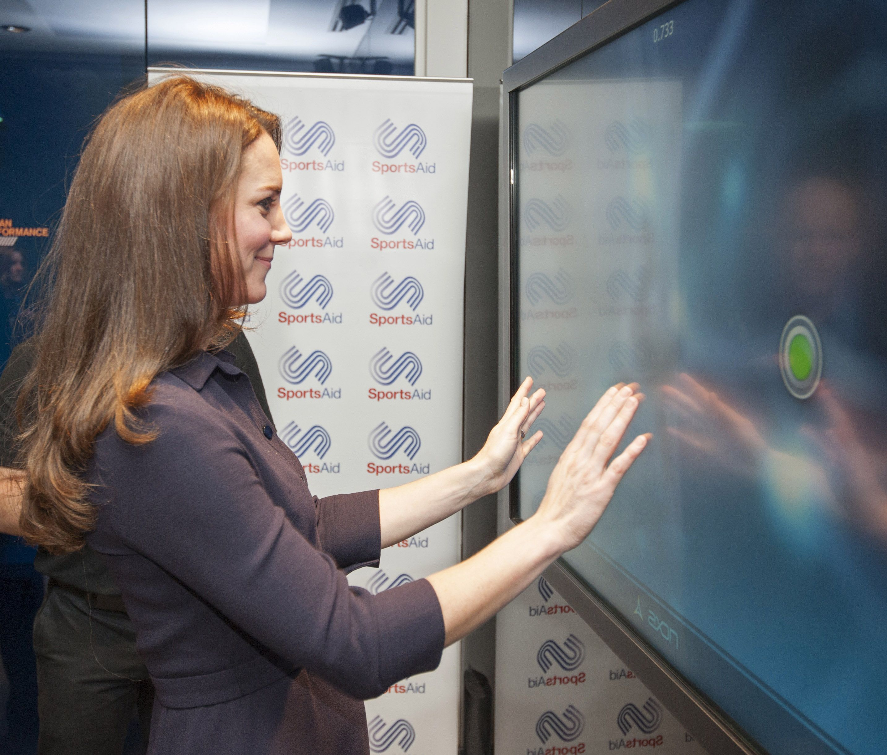Duchess Kate shows barely a hint of a bump at SportsAid event via @stylelist   http://aol.it/1EuLPEu