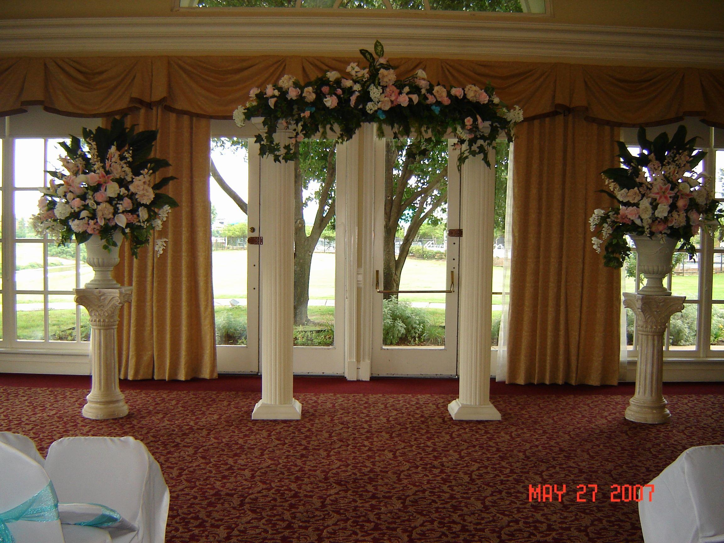 фото декор колонн на свадьбу нее идеальный макияж