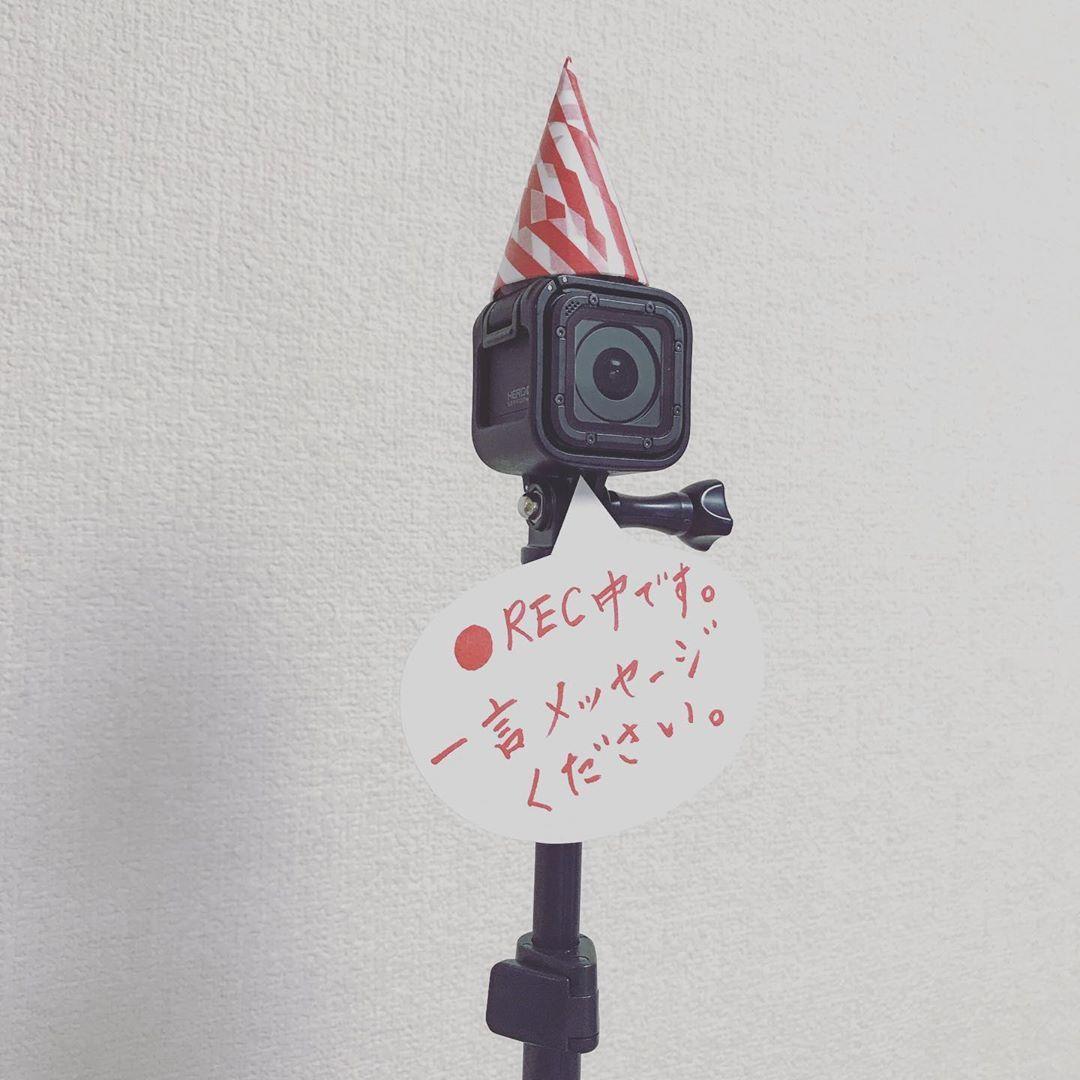 これはナイスアイデア 会場に定点カメラを用意しておくのが楽しそう Marry マリー 結婚式 ゲーム ウェディング タグ プロフィール ブック 手作り