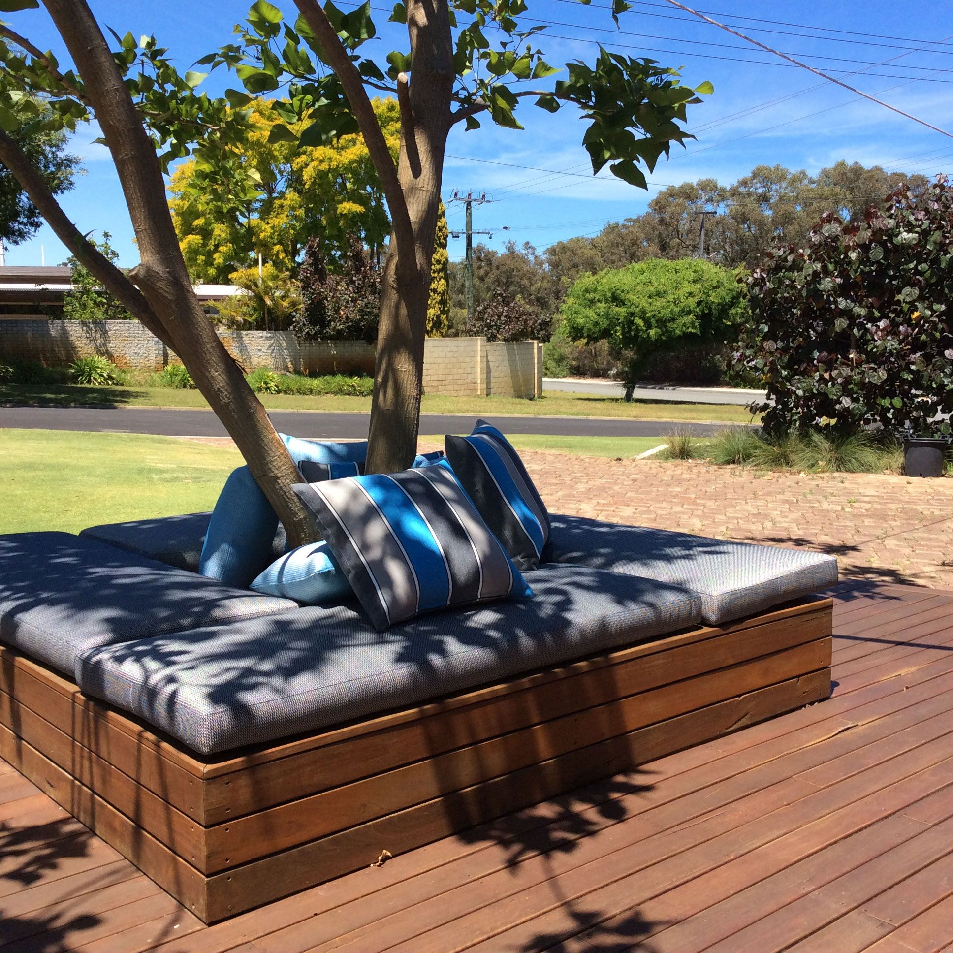 Outdoor Setting Featuring WG Balmy Nights Collection! #outdoorfurniture # Upholstery #wortleygroup Http: