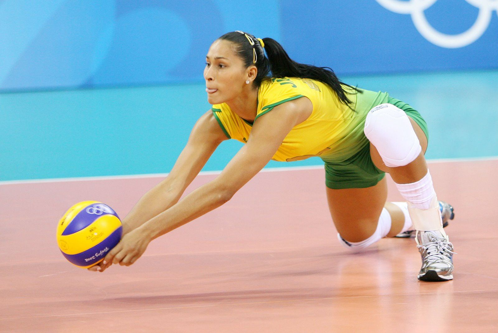 Rosamaria Kills It Brazil Victory Over Colombia Rosamaria Montibeller Brazilian Volleyball Player Esportes Volei