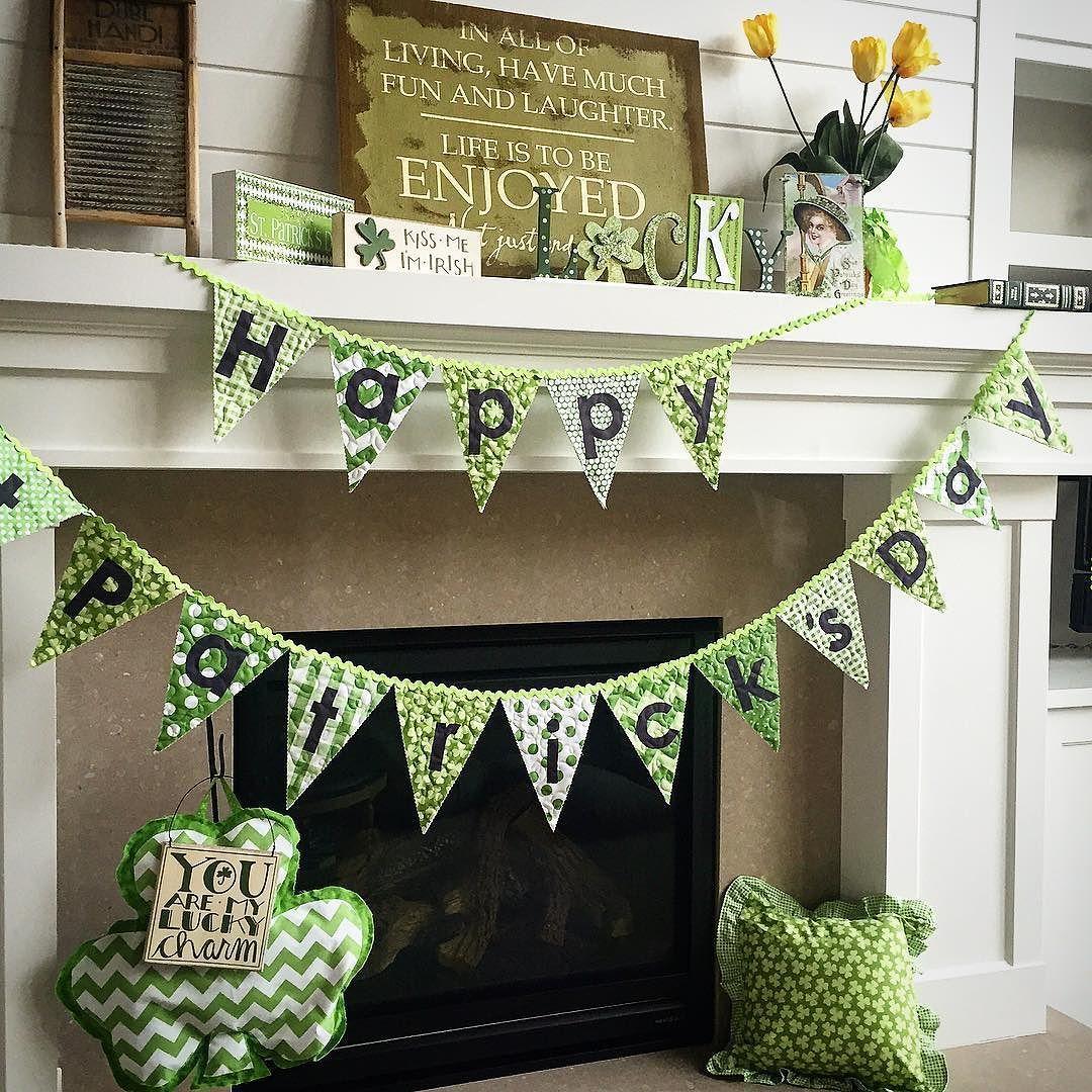 Who's got their green on? St Patrick's day is right around the corner. #stpatricksday #green #spring #iloverileyblake #rileyblakedesigns by rileyblakedesigns